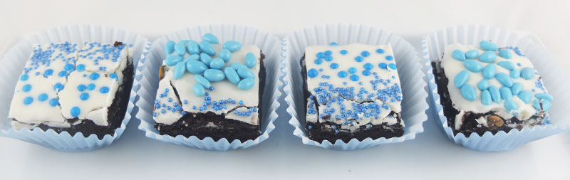 Brownies-made-with-a-heart-topped-with-perils-(2)